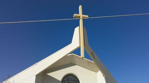 Upholding the cross