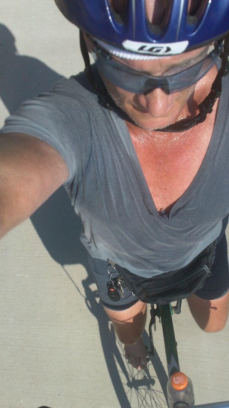 Barefoot bikeride
